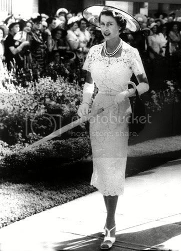 Queen Elizabeth the cown 1950s fashion