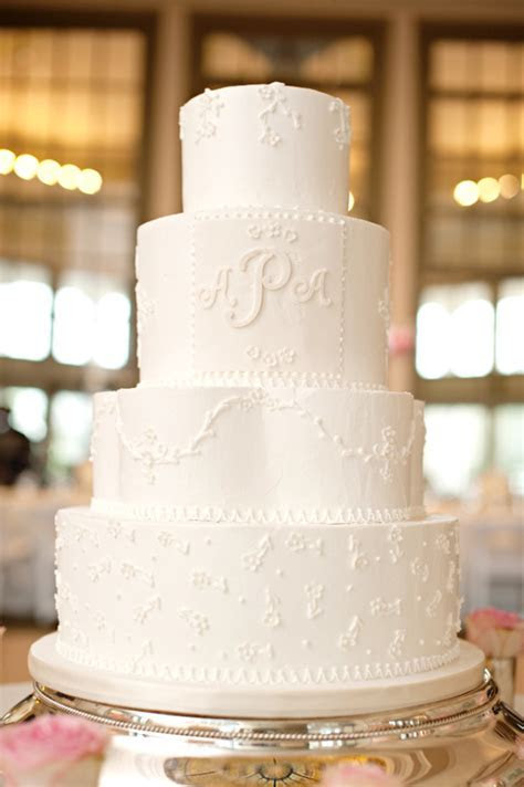 15 Simple, Classic Wedding Cakes   PreOwned Wedding Dresses