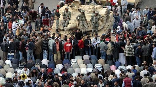 """NO VIOLENCIA. El Ejército dijo que las reivindicaciones del pueblo eran """"legítimas"""". (AFP)"""