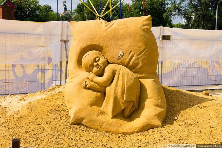 Ангелочек (скульптура из песка в Коломенском)