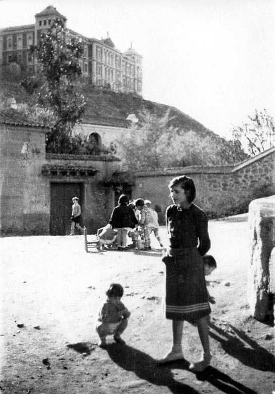 Niños en Toledo en 1935. Fotografía Josep Gaspar i Serra © Arxiu Nacional de Catalunya. Signatura ANC1-23-N-1569