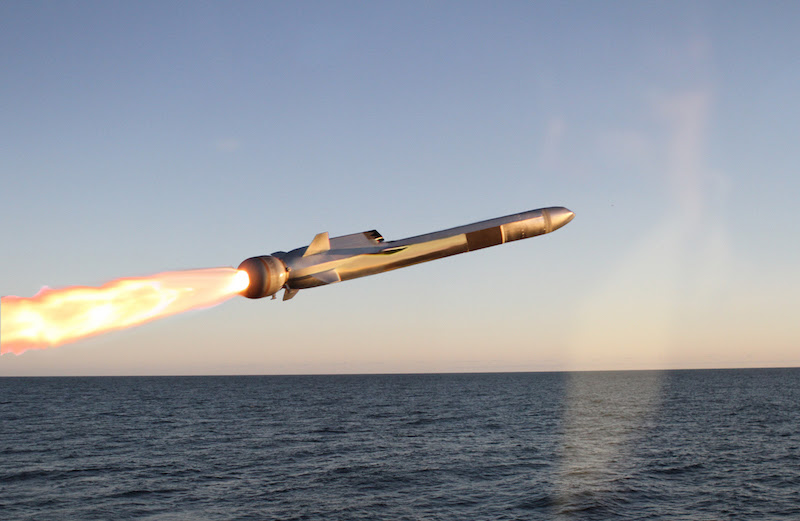 Diez años después de que el primer buque LCS fue comisionado, la Marina de Estados Unidos finalmente ordenó un misil de largo alcance para esos barcos, cuya única arma es una torre de 57mm.  El Naval Strike Missile es hecho por el grupo Kongsberg de Noruega.  (Foto de Kongsberg)