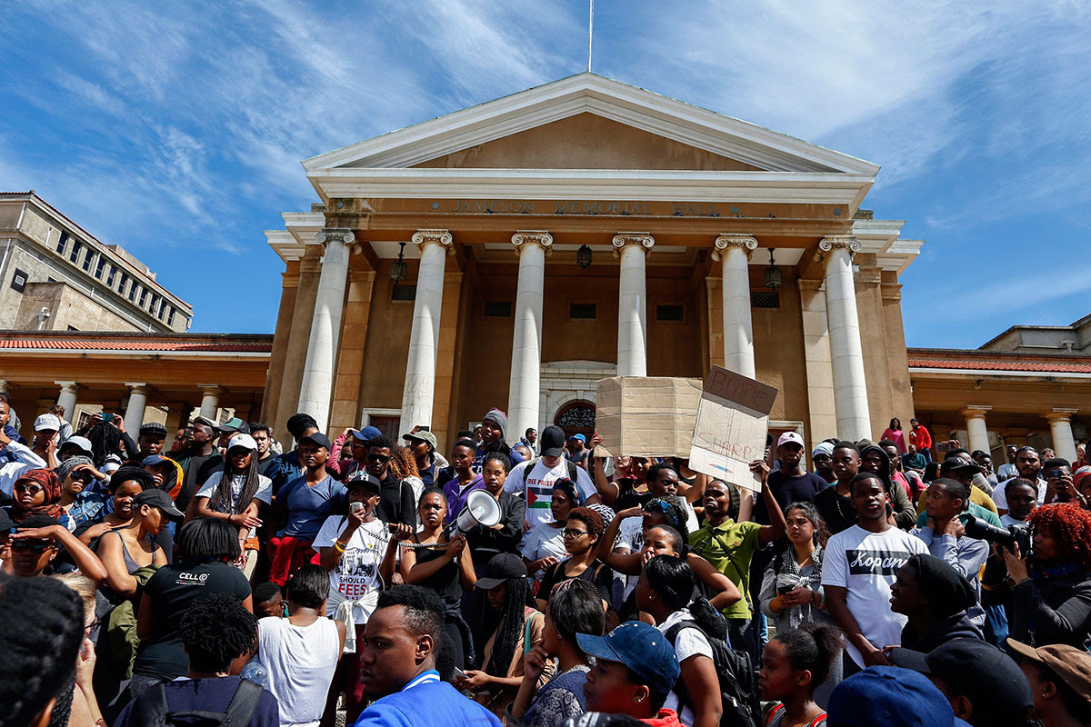 Risultati immagini per South Africa: Students' fees protests turn violent