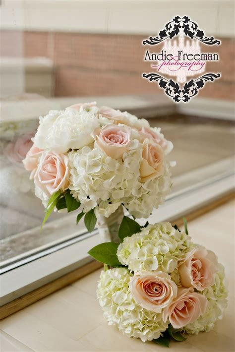 Bridal bouquet and bridesmaid's bouquets with peach and