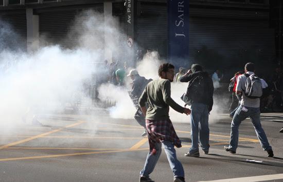 Manifestantes entraram em conflito com policiais em protesto contra a proibição da Marcha da Maconha, em SP