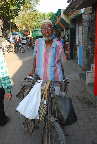 The Bohra Dabbawala of Bandra Bazar Road by firoze shakir photographerno1