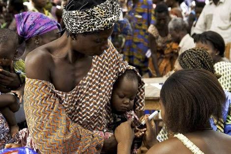 Pruebas contra la malaria en Bohicon (Benin).  Benosit Carpentier