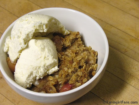 Pear Apple Crisp with Vanilla Ice Cream