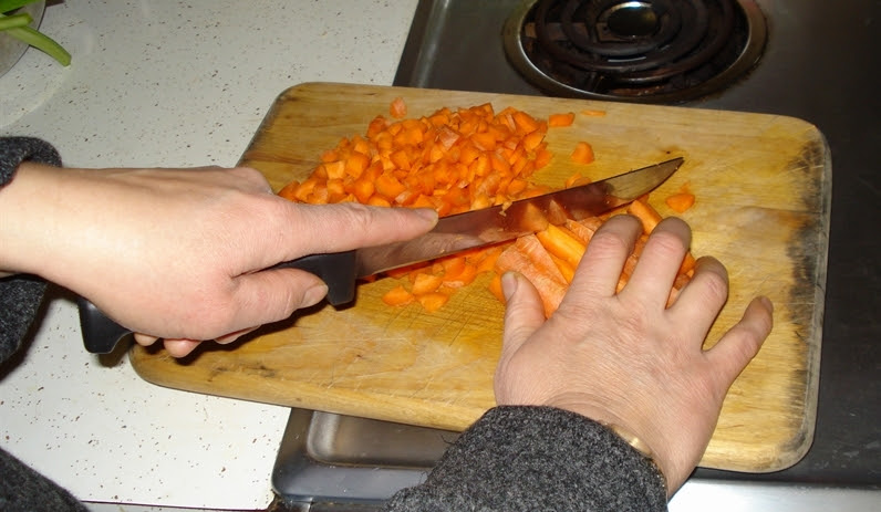 11 cutting carrots small cropped