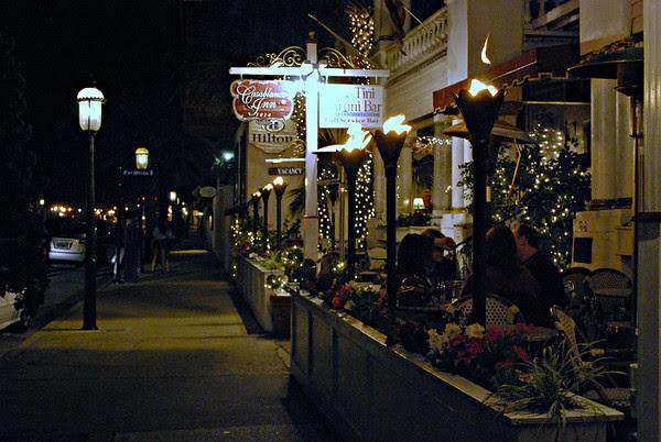 Night view of the Tini Martini Bar at the Casablanca Inn