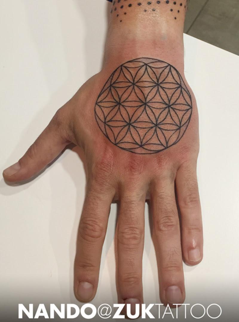 Tatuaje Con La Flor De La Vida De Geometría Sagrada