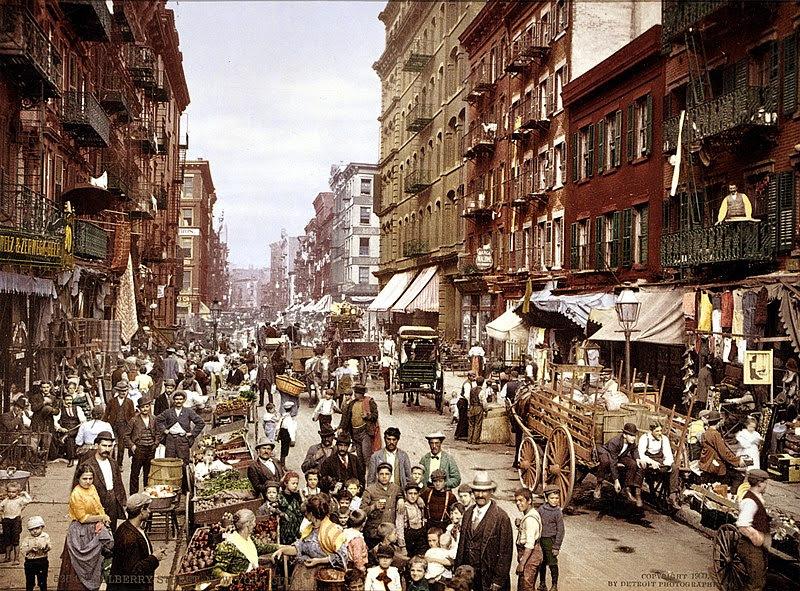 Dosya:Mulberry Street NYC c1900 LOC 3g04637u edit.jpg