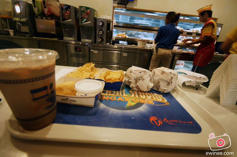 EATING-IN-UNIVERSAL-STUDIOS-SINGAPORE-3