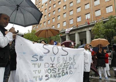 Trabajadores del Hospital Universitario de La Princesa de Madrid en una protesta.