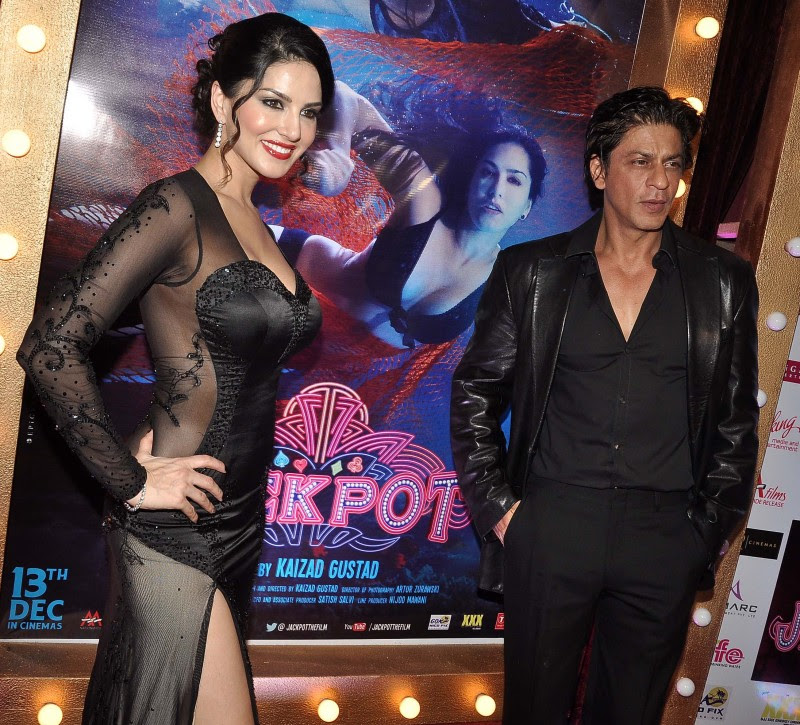 Sunny-Leone-Shah-Rukh-Khan-At-Jackpot-Movie-Premiere-Show-Image-Pictures-1