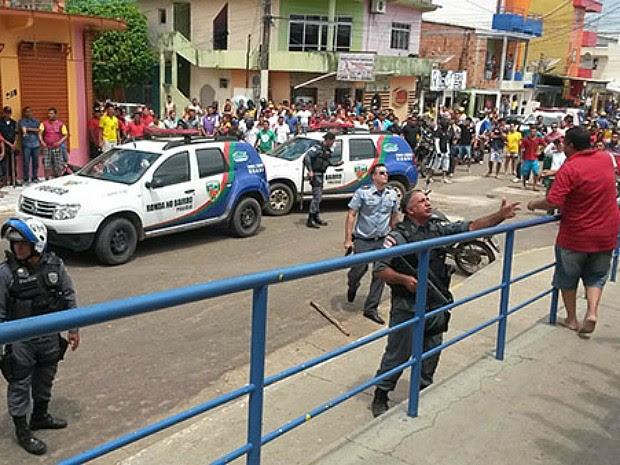Protesto reuniu cerca de 400 pessoas; polícia foi acionada (Foto: Arquivo Pessoal)