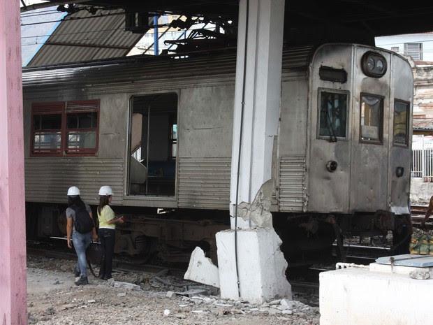 Trem bateu em pilastra na Estação Madureira; pelo menos 16 pessoas ficaram feridas (Foto: Celso Barbosa/Futura Press/AE)