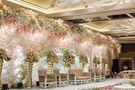 Wedding Decoration ? White Pearl Decoration