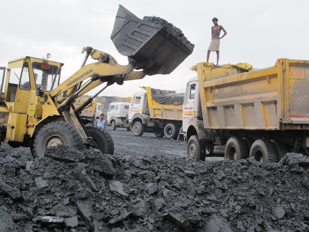 A bucket-truck picks up coal at Chotia mine in India. (Credit: Rama Lakshmi/The Washington Post)
