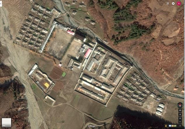 Bức ảnh vệ tinh về Trại 12, một trang trại trồng ngô và ớt gần biên giới với Trung Quốc, nơi Lim bắt đầu làm việc từ năm 17 tuổi (Ảnh: Daily Mail)