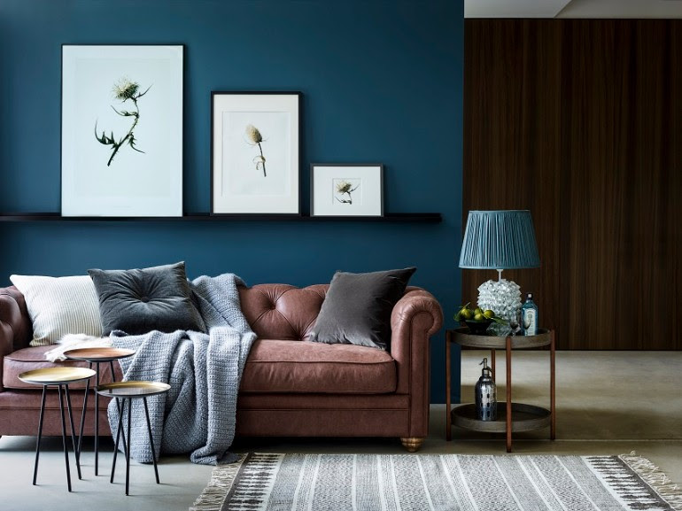 Chic Ways To Style A Brown Sofa In Your Living Room