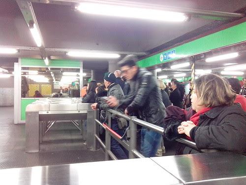 Giornata di sciopero in metro by Ylbert Durishti