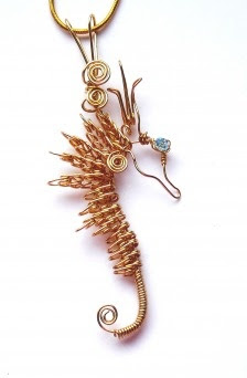 Safety pin, wire & bead Sea horse