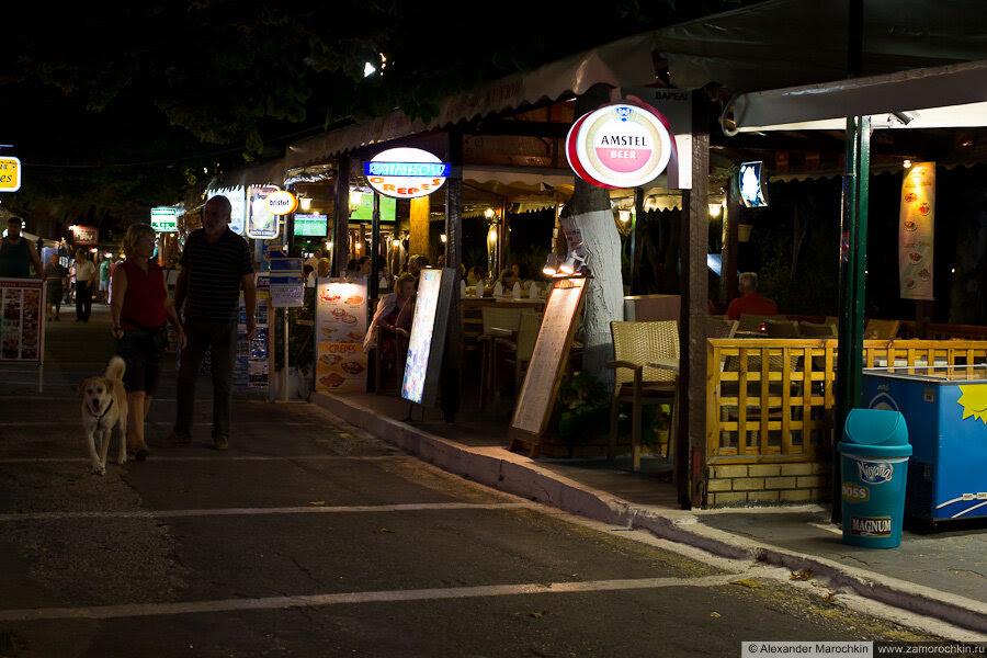 Таверны в Беницесе вечером