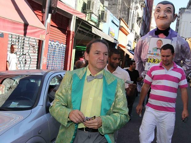 O candidato a vereador Marquito acompanhou o candidato à Prefeitura de São Paulo pelo Partido Republicano Brasileiro (PRB), Celso Russomanno durante caminhada da Rua Santa Ifigênia até a Avenida Ipiranga, em São Paulo. (Foto: Acácio Nascimento/Futura Press)