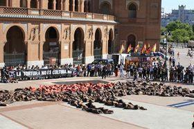 Cientos de personas dicen no a la tauromaquia en la plaza Las Ventas de Madrid