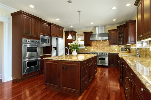 Cherry Kitchen Cabinets | Mendota Door Style | CliqStudios traditional kitchen