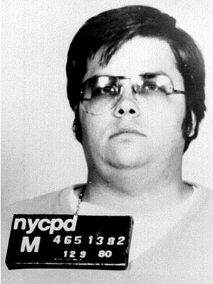 Chapman assassinou Lennon a tiros em frente ao prédio em que o músico vivia em NY.