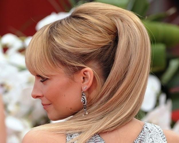 acconciatura natale e capodanno capelli raccolti e alti Elegant Christmas Hairstyle Ideas