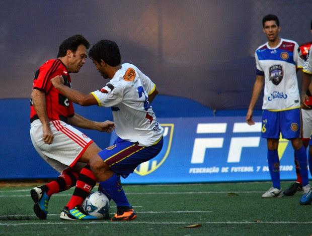 Petkovic voltou a vestir a camisa do Flamengo no futebol 7 (Foto: Davi Pereira/JornalF7.com)