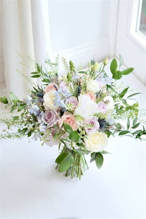 Natural organic style wedding flowers and cake at Worksop