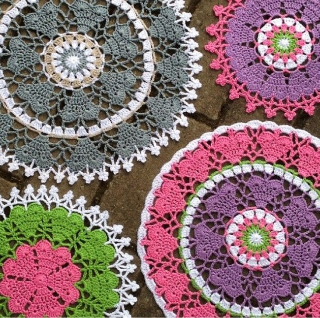 The heart mandala pattern is now updated! Free crochet pattern ✿⊱╮Teresa Restegui http://www.pinterest.com/teretegui/✿⊱╮