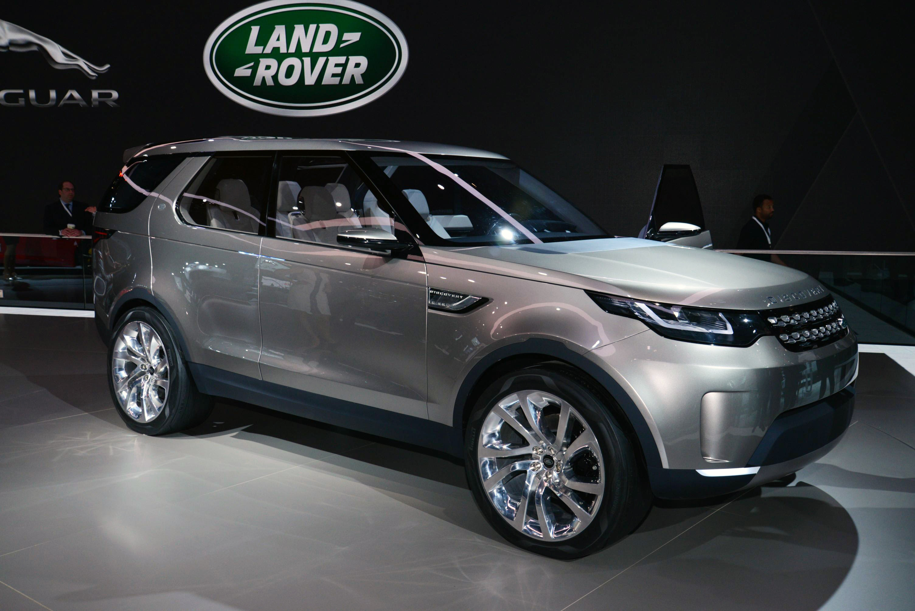 2015 Land Rover Discovery Sport - Information and photos ...