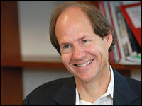 A portrait of Cass Sunstein.