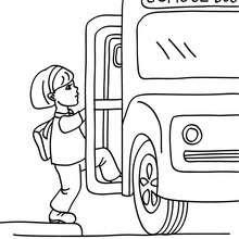 Dibujos Para Colorear Una Alumna Subiendo En El Autobus Escolar Es