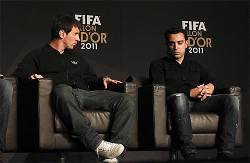 FIFA Balon d'Or 2011-2012, Lionel Messi looking at Xavi Hernández