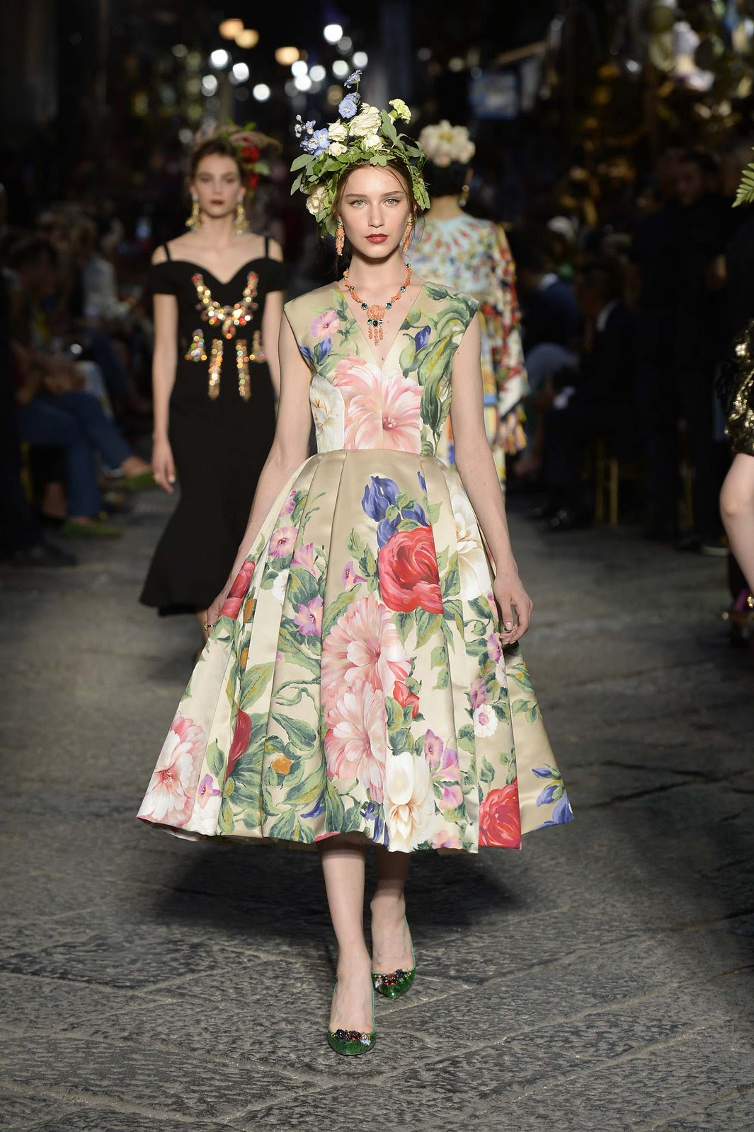http://media.vogue.com/r/h_1600,w_1240/2016/07/09/08-dolce-and-gabbana-alta-moda-2016.jpg