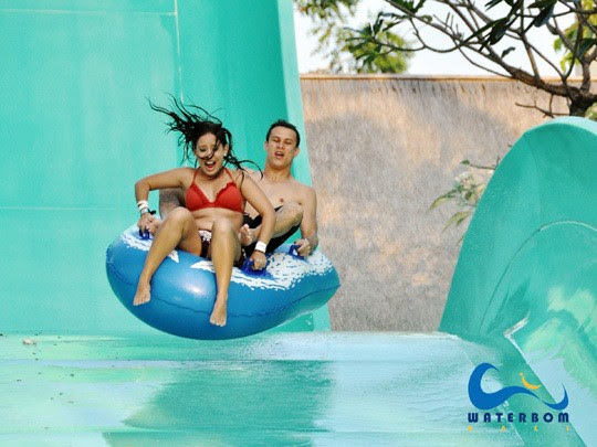 Relaxing with your Family on Waterbom Park Kuta Bali,waterbom park Kuta Bali rides,bali water park kuta,bali waterbom park price,bali water slides,waterbom park bali rides,water bomb park bali cost,waterbom bali discount,waterbom park bali location