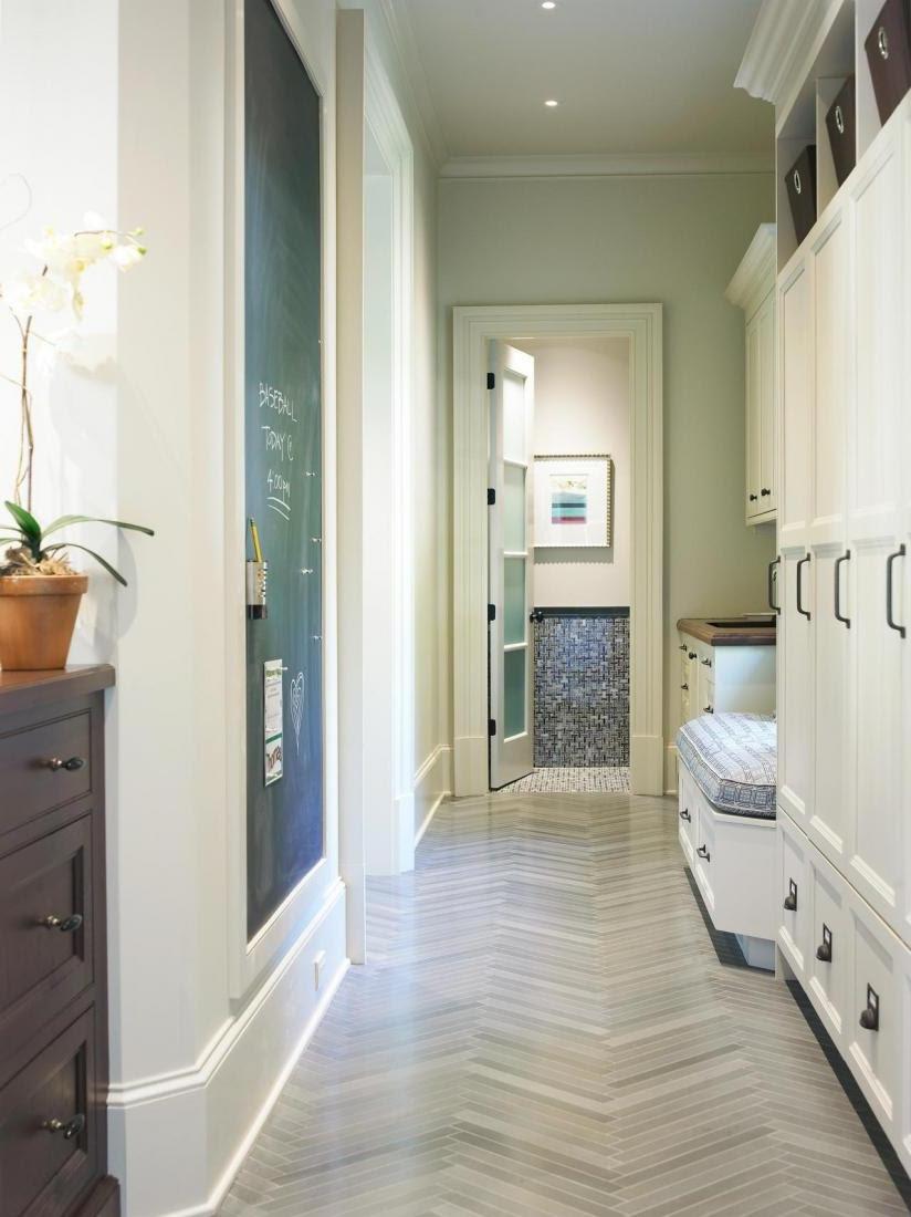 Easy Hallway Organization with Mudroom Furniture Ideas ...