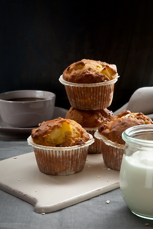 apple-yogurt muffins
