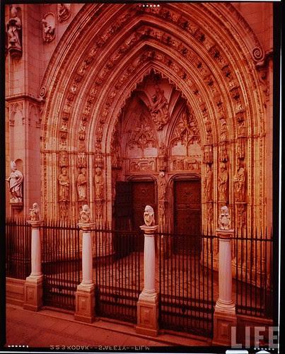Exterior de la Catedral de Toledo en 1963. Fotografía de Dmitri Kessel. Revista Life (2)