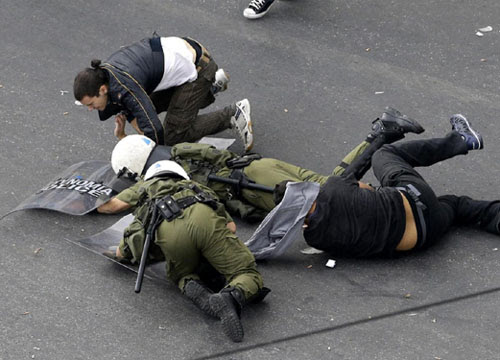 Proteste Grecia Merkel  ape