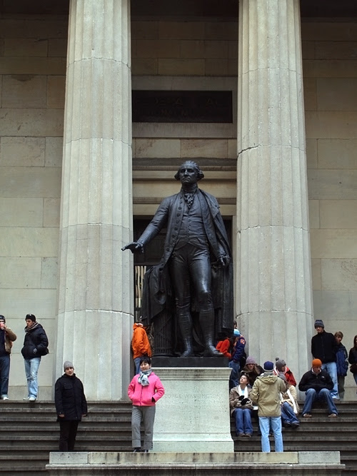 sculpture of George Washington