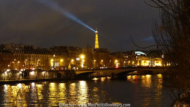 Paris tour eiffel éclairée
