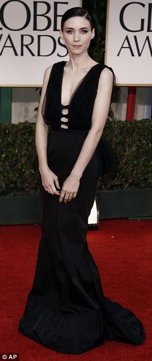 """Mantê-lo simples: Nomeado Rooney Mara usava um corte de criação de Nina Ricci e disse que estava """"nervoso"""" sobre a cerimônia"""