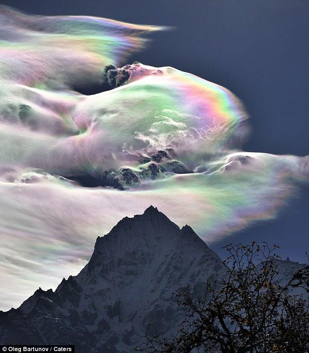 Deslumbrante: Una nube del arco iris enanos Monte Everest en el Himalaya, teniendo fotógrafo Oleg Bartunov por sorpresa
